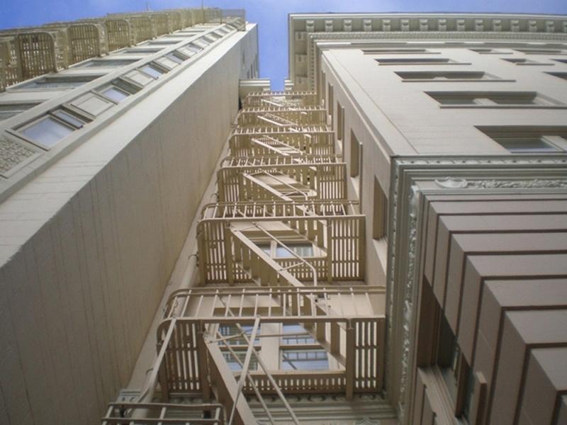 cầu thang thoát hiểm trong pccc chung cư