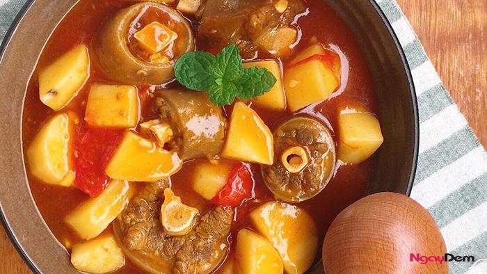 Cách nấu đuôi bò hầm khoai tây
