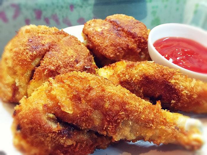 Thưởng thức gà rán KFC